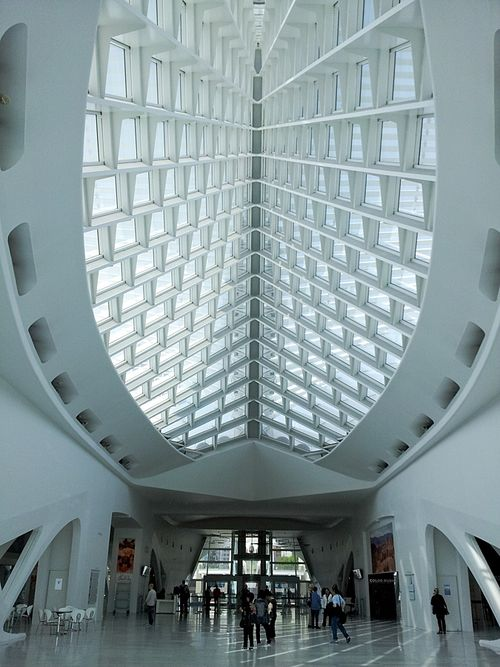 Web_milwaukee-art-museum_3_atrium-prow