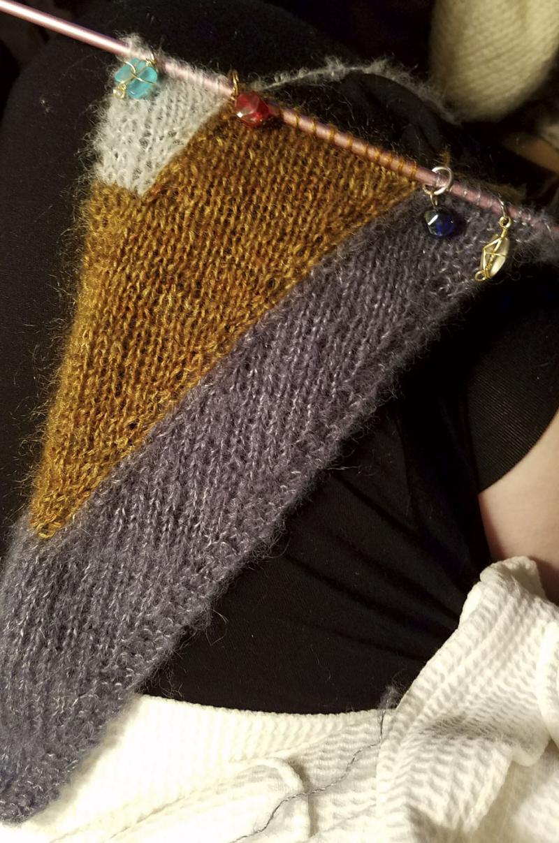 Knitorious_4-16-17_knitting_brambling-shawl_13